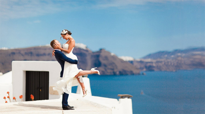 honeymoon santorini wedding